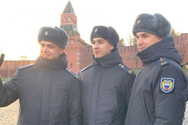 Они мечтают в свой день рождения – 9 мая – промаршировать по Красной площади в Параде Победы.
