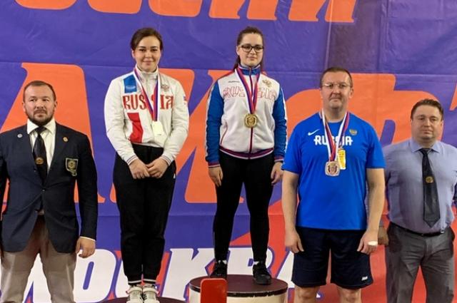 Две оренбурженки завоевали золото Первенства России по пауэрлифтингу.