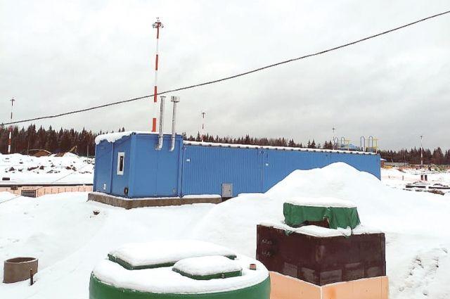 Эксперты отбирают воду в нескольких точках: на входе в очистные сооружения, в резервуарах, в двух местах ручья.