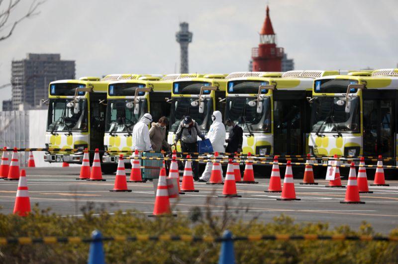Автобусы для перевозки пассажиров в порту Иокогамы.
