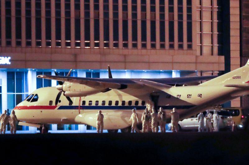 Своих граждан эвакуировала также Южная Корея. Им был организован перелет на президентском самолете в Сеул.
