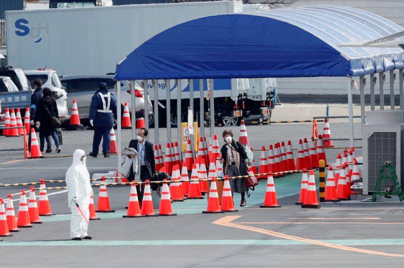 Специально организованная стоянка такси для пассажиров, пожелавших покинуть судно своим ходом.