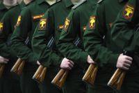 Новобранцы 154-го отдельного комендантского Преображенского полка во время принятия присяги в зале Славы музея Победы.