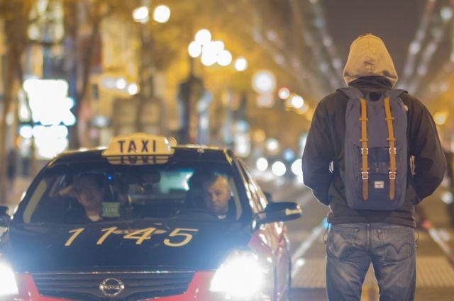 Таксисты продолжают пользоваться уловками, чтобы получить за поездку больше денег.