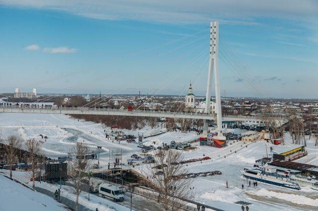 Парковка на верхнем ярусе набережной Туры 23 февраля будет бесплатной