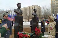 В Оренбурге открыли памятники воинам Виктору Лебедеву и Рустаму Сираеву.