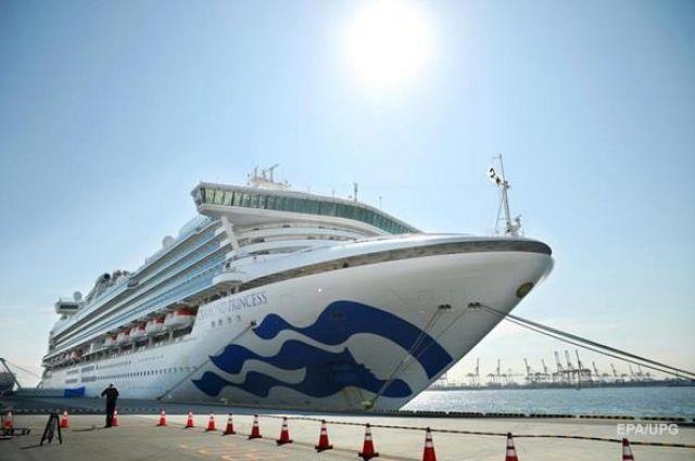 В Японии умерли два пассажира лайнера с украинцами на борту