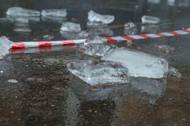 За минувшие сутки дорожники очистили от снега и наледи 337 километров тротуаров.