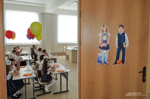 Решение о передаче лицеев приняли в рамках и исполнения указа президента России о создании в регионах базовых школ Российской академии наук.