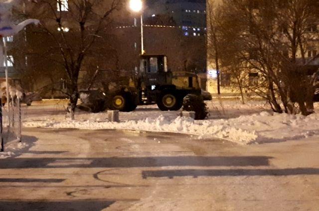 Перед жителями Ноябрьска извинились за неудобства при уборке снега