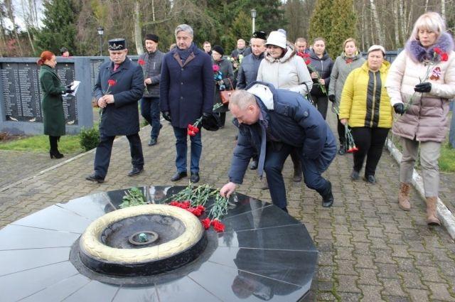 Делегация Татарстана почтила память погибших в ВОВ под Зеленоградском