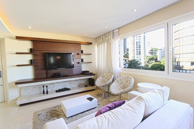 Дело в том, что изначально апартаменты возводят под видом гостиниц, а потом продают как обычные жилые квартиры.