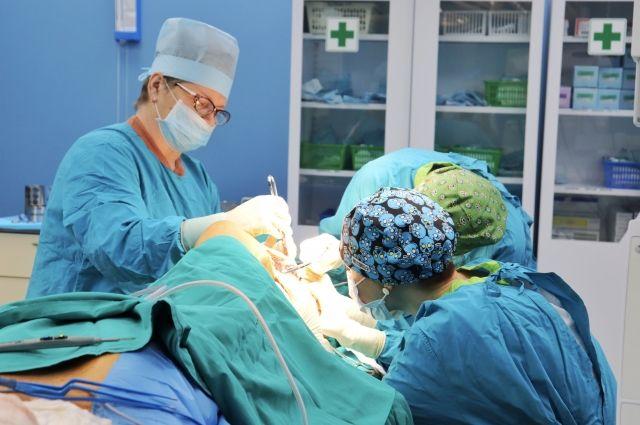 Тюменские онкологи впервые пересадили пациенту кость
