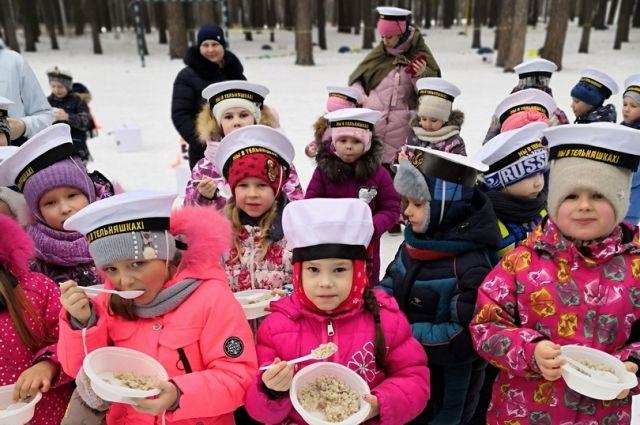 Под Тюменью дошкольники играли в военно-спортивную «Зарницу»