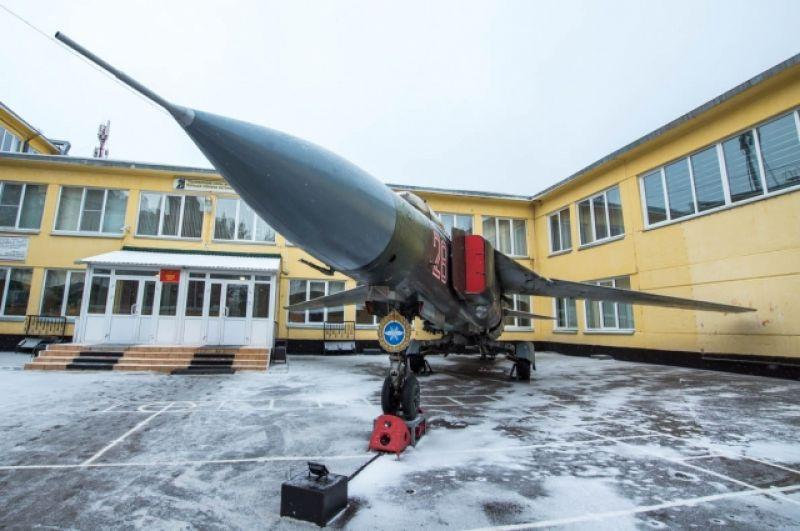 Музей военной техники под открытым небом.