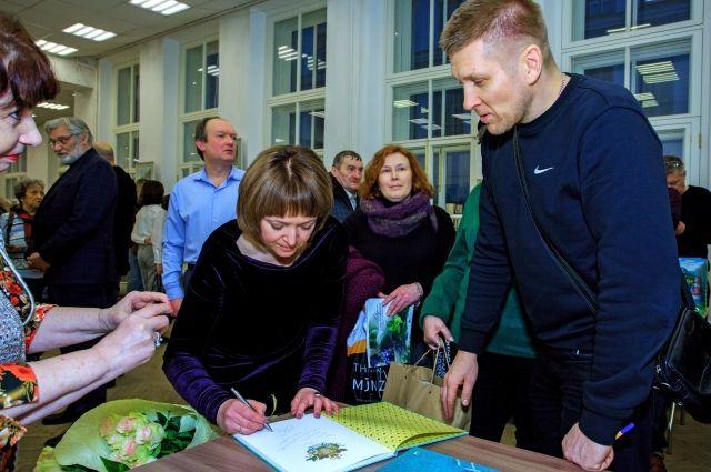 Выставка открылась в Малом зале Санкт-Петербургского союза художников.
