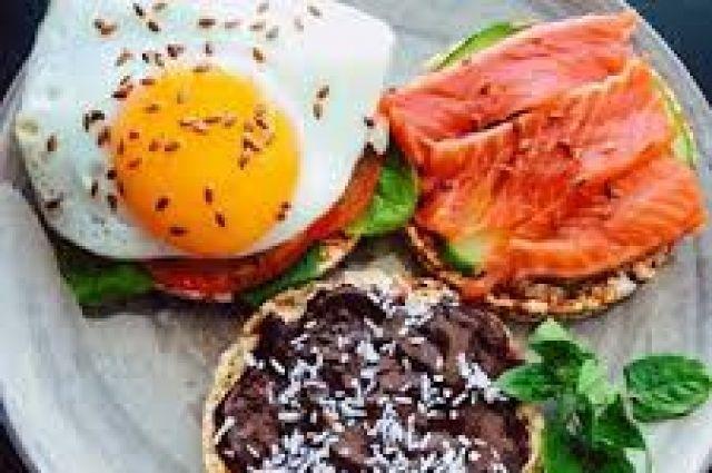 Медики обнаружили пользу плотного завтрака