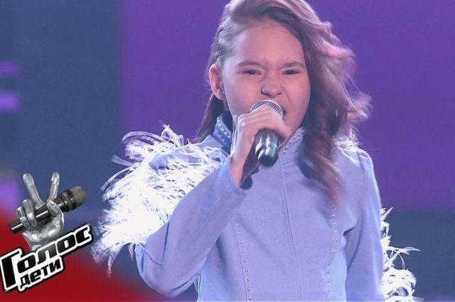 10-летняя Варвара Глухова исполнила песню «Мама, я танцую».