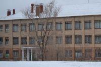 В Орске на фасаде школы №54 появились трещины.