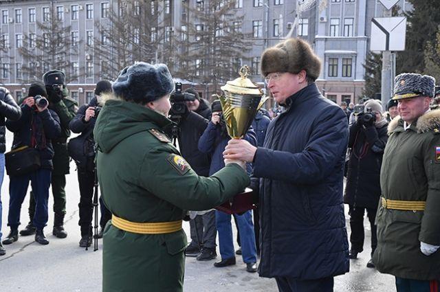 Традиционно парад состоялся на Соборной площади в центре города.