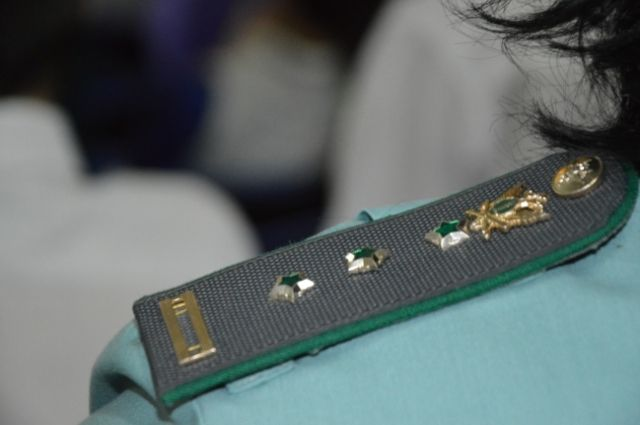 В Тюмени пристав помог начальнику бригады, уволенному на планерке