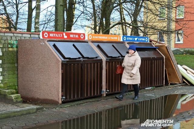 Площадка на Советском проспекте, 105. Не кидайте мимо бака!