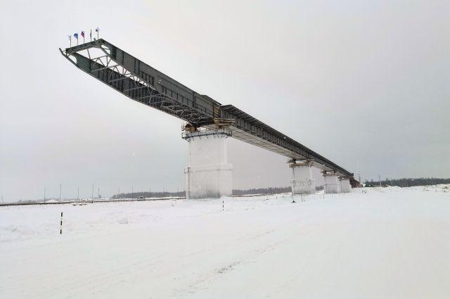 В ЯНАО продолжается строительство моста через реку Пур