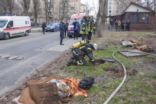 В Киеве из-за пожара на теплотрассе погибло три человека