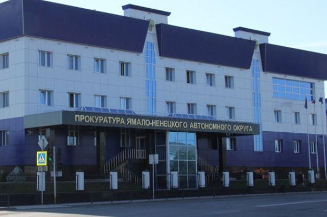 В Лабытнанги прокуратура заставила УК убрать снег с крыш
