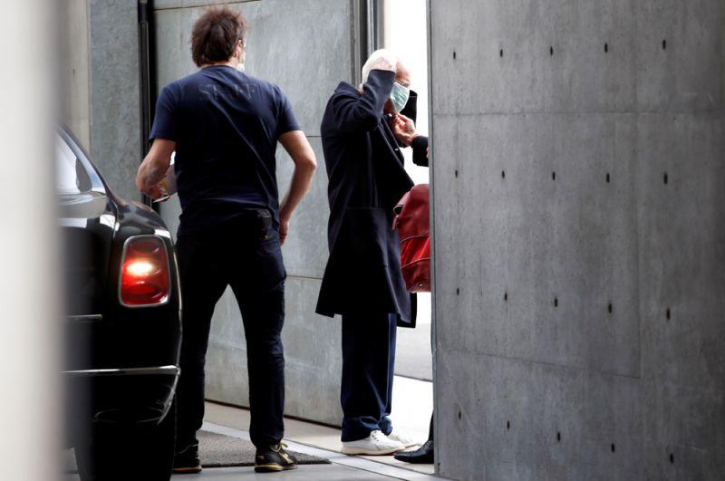 Дизайнер Джорджо Армани, прибывший на показа своей коллекции в рамках Недели моды в Милане.