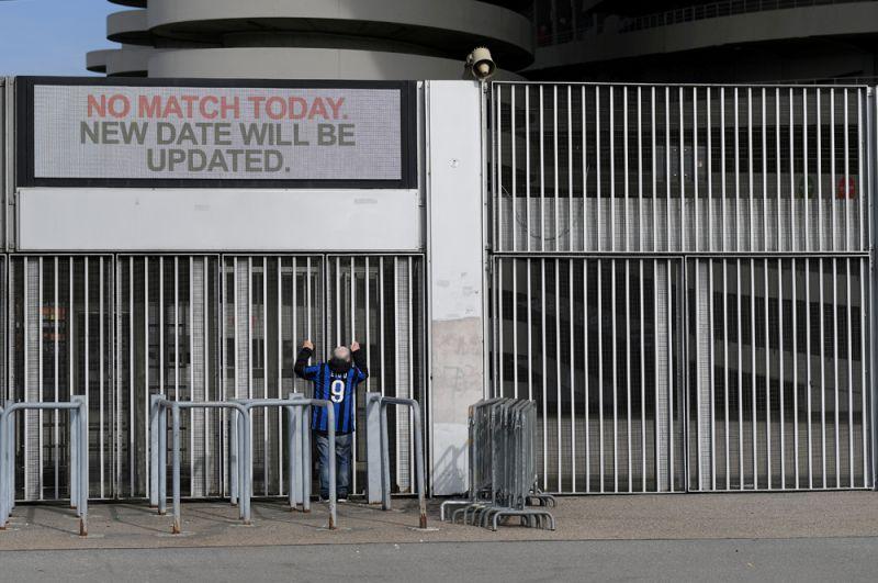 Стадион Сан-Сиро в Милане. Матчи были отменены из-за вспышки коронавируса.