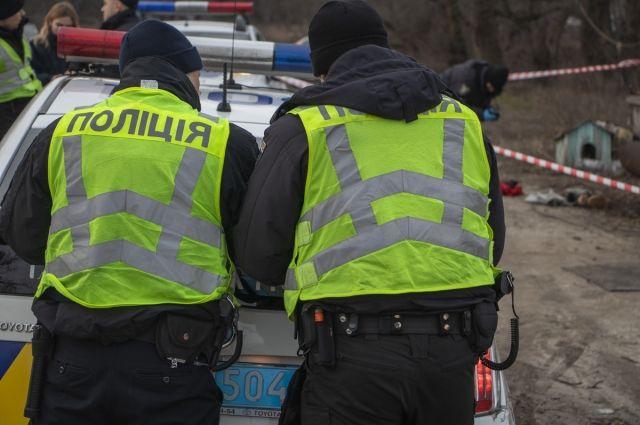 В Киеве на берегу озера нашли тело мужчины со следами насильственной смерти