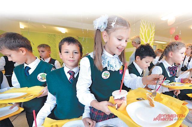 По опросам, каждый третий московский ученик и завтракает, и обедает в школе.