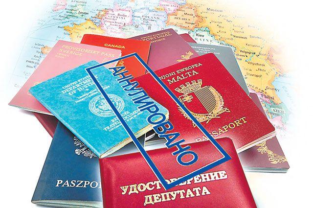 Слугам народа теперь придётся сделать выбор, что аннулировать: зарубежное гражданство или своё удостоверение. Коллаж Андрей Дорофеев