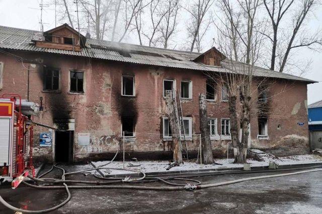 Полностью выгорели 14 квартир и крыша.