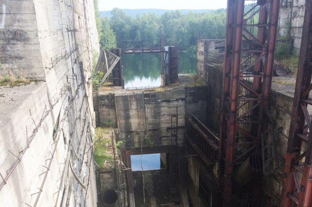 Строительство гидроузла на Томи было начато ещё в 1976 году.