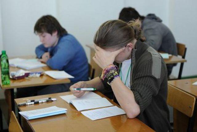 На первом месте среди предметов по выбору находится обществознание, которое будут сдавать больше 50% выпускников.