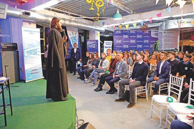 Священник Николай Бабкин рассказал об интернет-миссионерстве.