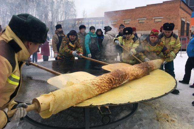 На Масленицу ялуторовские пожарные испекут огромный блин