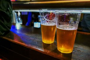 Российские пивовары просят скорее ввести минимальную розничную цену на пиво