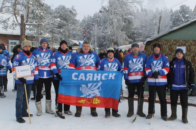 Саянцы - победители регионального турнира по хоккею с мячом в валенках среди команд работников администраций и депутатов дум.