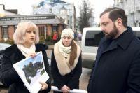 Анна Пархоменко рассказывает губернатору о проекте благоустройства Парка Пионеров.