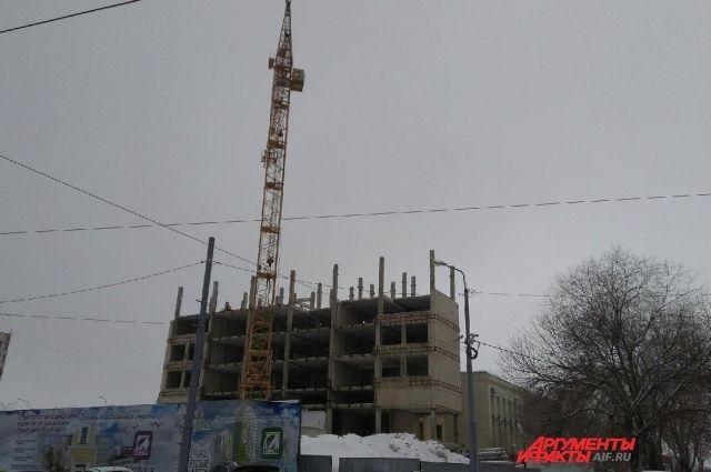 В Оренбурге до 9 мая не успеют разобрать недострой на ул. Советской.