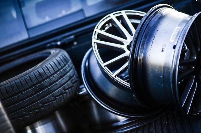 Оренбурженка отсудила у автосервиса деньги за отлетевшее колесо.