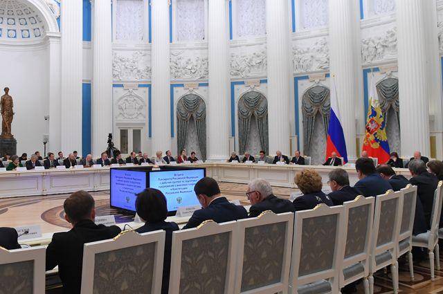 Владимир Путин проводит встречу с рабочей группой по подготовке предложений о внесении поправок в Конституцию Российской Федерации.