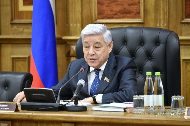 Слова учителей Президенту РФ передал председатель Госсовета республики Татарстан Фарид Мухаметшин.