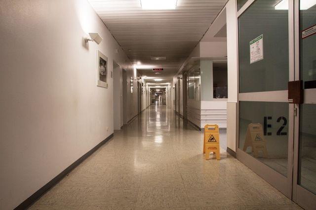 Надписи стёрли, а ответственного сотрудника больницы привлекли к дисциплинарной ответственности.