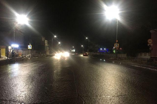 В Оренбурге водитель иномарки на «зебре» сбил школьницу.