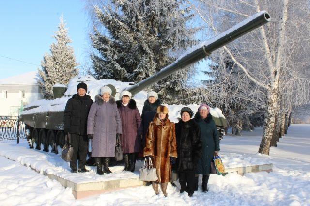 Активисты Совета ветеранов села Довольное устроили шикарную программу для своих коллег из Здвинского района.