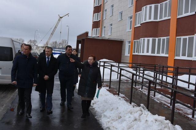 Прокурор города Андрей Жугин и глава Оренбурга Владимир Ильиных проверили ход строительства многоквартирных домов.